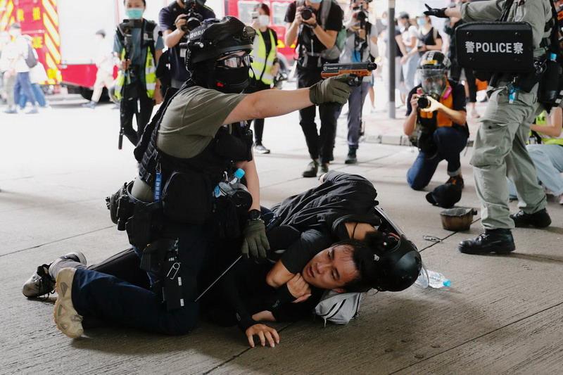 https: img.okezone.com content 2020 07 02 18 2240183 polisi-hong-kong-tangkap-lebih-dari-300-orang-dalam-demonstrasi-menentang-uu-keamanan-o9TyANYIjh.jpg