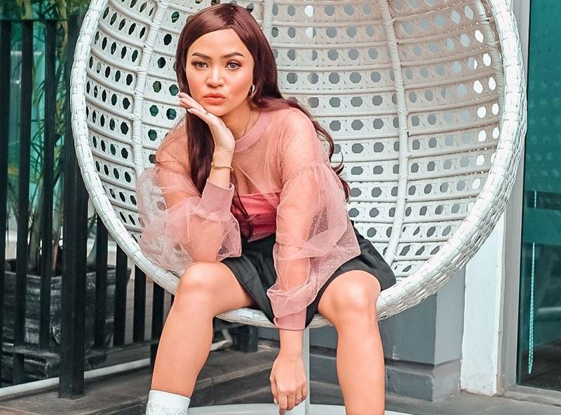 https: img.okezone.com content 2020 07 02 194 2240048 inspirasi-padu-padan-outfit-pink-ala-rachel-goddard-kece-abis-X6aruQnJA6.jpg