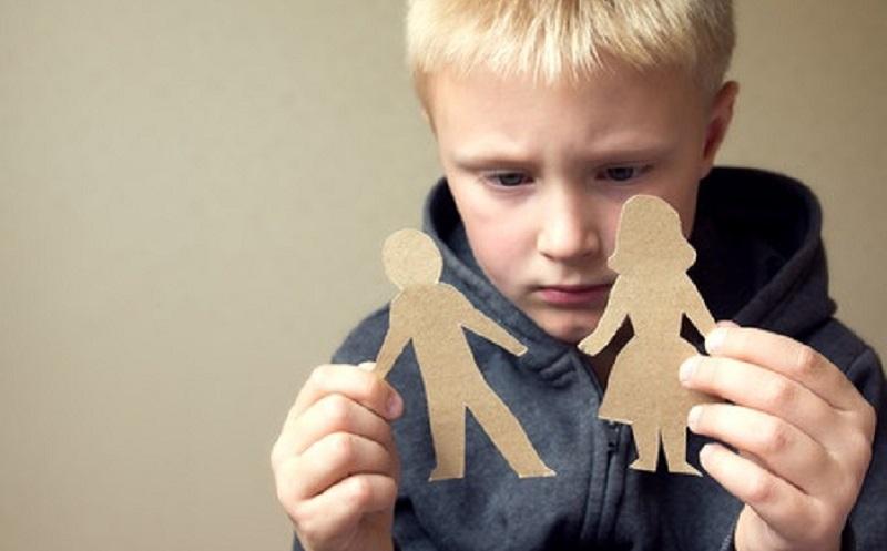 https: img.okezone.com content 2020 07 02 196 2240153 perceraian-tingkatkan-risiko-kesehatan-mental-pada-anak-anak-dan-remaja-CE4qUbpQJv.jpg