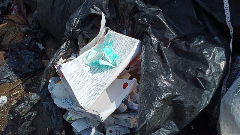 https: img.okezone.com content 2020 07 02 338 2240052 dinkes-bekasi-telusuri-pengelola-limbah-medis-yang-buang-sampah-ke-tpa-GeAaDHfpTx.jpg