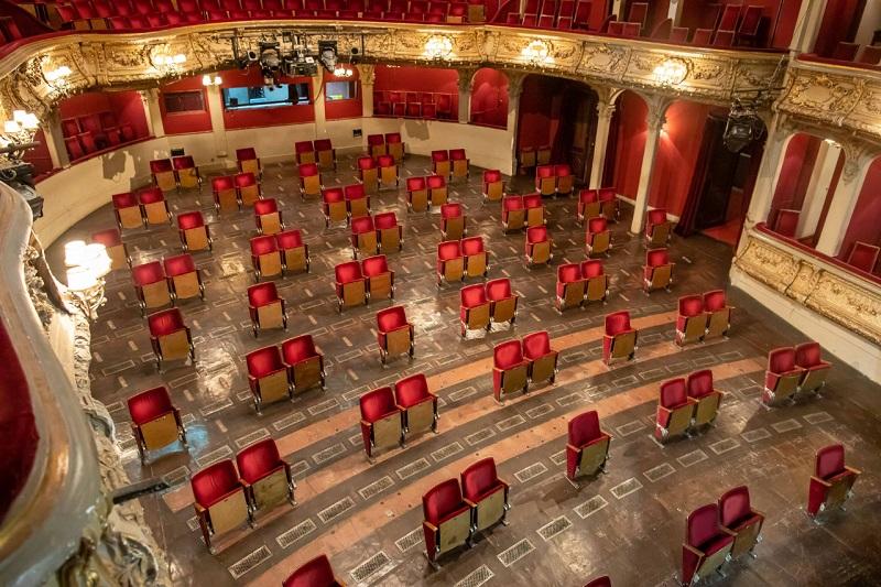 https: img.okezone.com content 2020 07 02 406 2239992 mengintip-bagian-dalam-gedung-teater-di-berlin-era-new-normal-cqIrOQ4vkV.jpg