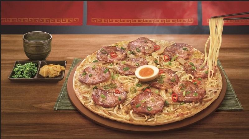 https: img.okezone.com content 2020 07 03 298 2240738 heboh-pizza-bertopping-ramen-mau-coba-3ScfsqMpsB.jpg
