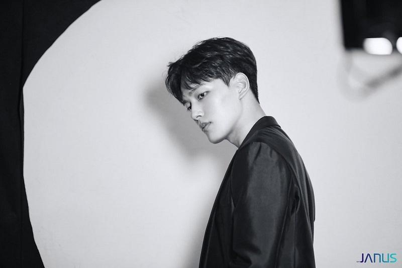 https: img.okezone.com content 2020 07 03 33 2240882 menjomblo-24-tahun-yeo-jin-goo-akui-ingin-menikah-muda-HlDGu7qA3m.jpg