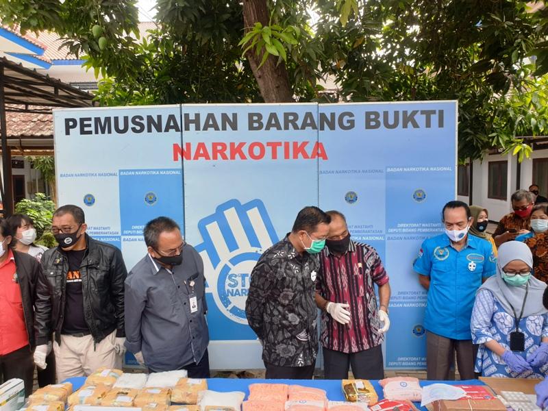 https: img.okezone.com content 2020 07 03 337 2240614 bnn-86-narkoba-jenis-baru-masuk-ke-indonesia-sepanjang-2020-fWVB569lHs.jpg