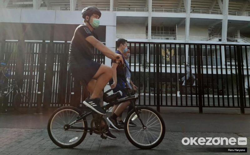 https: img.okezone.com content 2020 07 03 481 2240910 lari-atau-bersepeda-mana-olahraga-yang-efektif-bikin-kamu-langsing-YuUou1HMmi.jpg