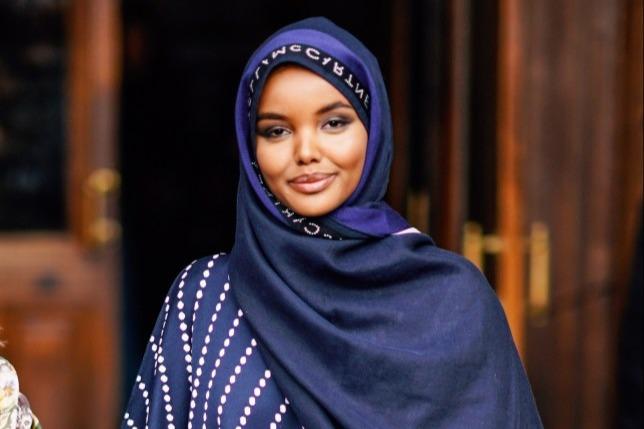 https: img.okezone.com content 2020 07 03 614 2240942 mengenal-wanita-kulit-hitam-pelopor-busana-muslimah-di-amerika-eIUWuiGma1.jfif