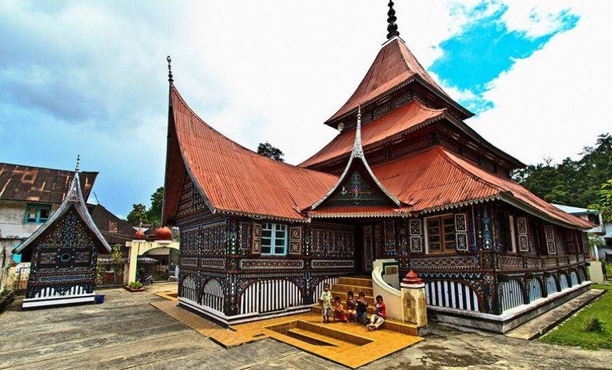 https: img.okezone.com content 2020 07 03 615 2240865 mengenal-masjid-asasi-masjid-tertua-kebanggaan-masyarakat-sumatera-barat-6tGfchiiNe.JPG