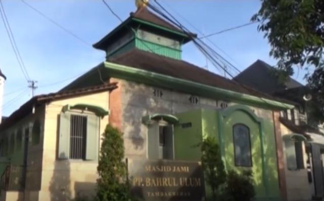 https: img.okezone.com content 2020 07 03 615 2240926 masjid-tambakberas-jombang-markas-pejuang-islam-melawan-penjajah-5R8EDQM5pP.jpg