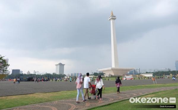 https: img.okezone.com content 2020 07 04 338 2240989 masuki-weekend-cuaca-ibu-kota-jakarta-hangat-vdADseiM4T.jpg