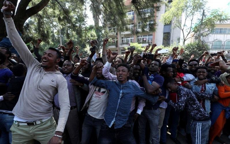 https: img.okezone.com content 2020 07 05 18 2241333 polisi-sebut-166-tewas-saat-demo-kematian-penyanyi-pop-di-ethiopia-pWlQgpNLHf.jpg