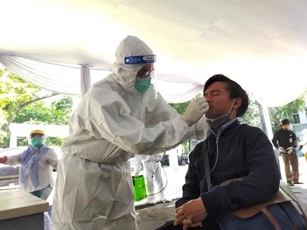 https: img.okezone.com content 2020 07 05 337 2241349 kasus-baru-positif-corona-di-jatim-masih-tinggi-ini-kata-epidemiolog-ZkfdHZYwtE.jpg