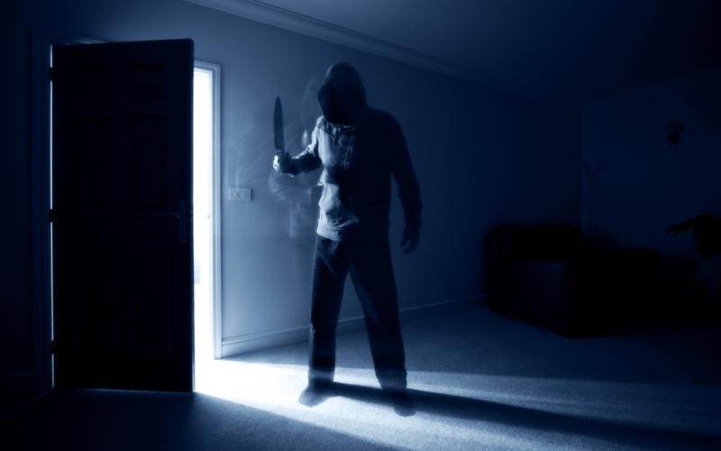 https: img.okezone.com content 2020 07 05 338 2241576 pembacokan-istri-oleh-suami-di-bekasi-disaksikan-anak-korban-CtE27JKNj9.jpg