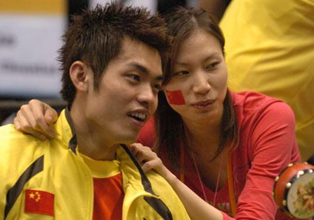 https: img.okezone.com content 2020 07 05 40 2241541 kisah-romantis-lin-dan-dan-xie-xingfang-saat-kawinkan-gelar-juara-dunia-pada-2006-9QbjQbwxi8.jpg