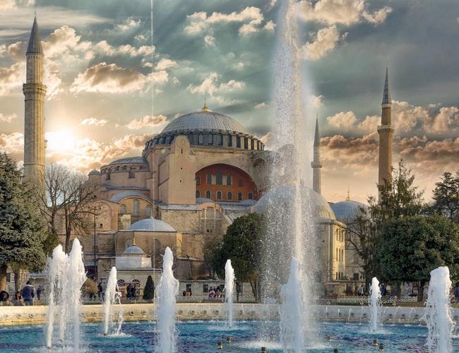 https: img.okezone.com content 2020 07 05 615 2241456 keputusan-hagia-sophia-kembali-jadi-masjid-ada-di-pengadilan-turki-UrTIFO4jlD.jpg
