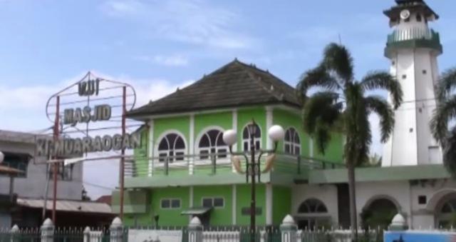 https: img.okezone.com content 2020 07 05 615 2241480 tertua-di-palembang-masjid-muara-ogan-masih-kokoh-dan-megah-berdiri-5BhZa1ABCv.jpg