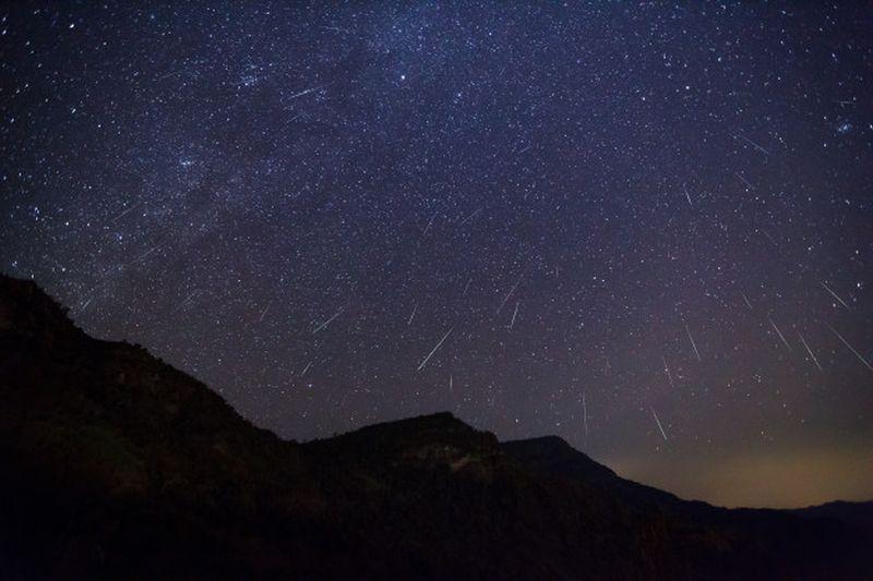 https: img.okezone.com content 2020 07 06 16 2242162 catat-ini-waktu-puncak-hujan-meteor-perseid-gKlDr51MC9.jpg