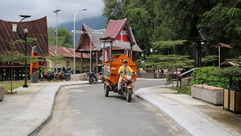 https: img.okezone.com content 2020 07 06 320 2241973 tarik-turis-asing-di-new-normal-kampung-ulos-akan-ditenun-buFEBGUgQb.jpg