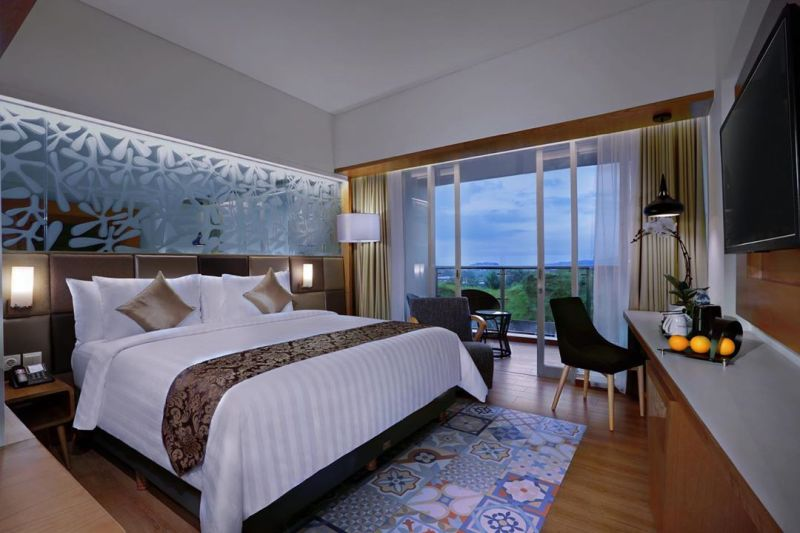 https: img.okezone.com content 2020 07 06 406 2241718 staycation-jadi-tren-traveling-2020-hotel-hotel-diskon-hingga-40-1gJhfW3W6H.jpg