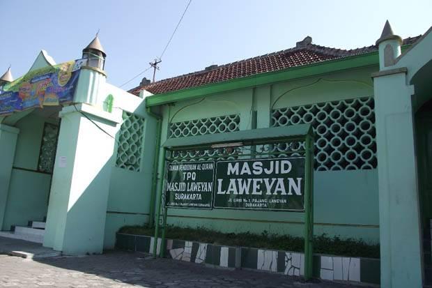 https: img.okezone.com content 2020 07 06 615 2241679 melihat-sejarah-masjid-laweyan-yang-dahulunya-bangunan-pura-T52eCwHmGF.jpg