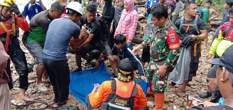 https: img.okezone.com content 2020 07 06 620 2241953 terjebak-banjir-longsor-di-konawe-utara-43-wisatawan-berhasil-dievakuasi-F6TN4nBZ6p.jpg