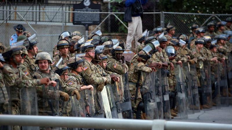 https: img.okezone.com content 2020 07 07 18 2242276 kerusuhan-dan-penembakan-meroket-1-000-pasukan-garda-nasional-dikerahkan-ke-atlanta-hZ7kigDevt.jpg