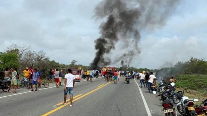 https: img.okezone.com content 2020 07 07 18 2242456 tujuh-orang-tewas-terbakar-40-luka-luka-setelah-truk-tangki-meledak-di-kolombia-fbYI0BylYh.jpg