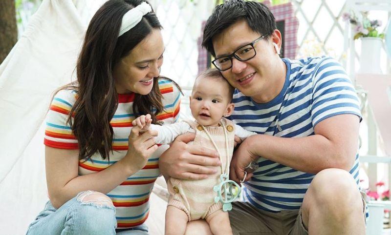 https: img.okezone.com content 2020 07 07 196 2242585 lucunya-baby-claire-belajar-jalan-shandy-aulia-beri-ungkapan-haru-61p3V3CtdG.jpg