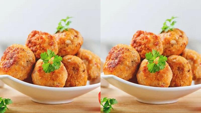 https: img.okezone.com content 2020 07 08 298 2243115 resep-bakso-goreng-ayam-pedas-dicocol-saus-pedas-bikin-ketagihan-QoeWzoqR2g.jpg