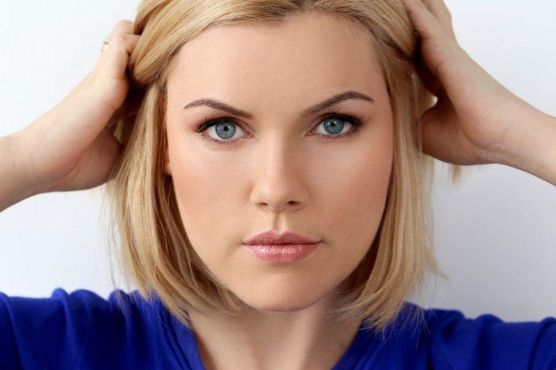 https: img.okezone.com content 2020 07 08 611 2243129 beautypedia-5-cara-bentuk-alis-kamu-tak-selalu-dengan-pensil-alis-loh-zgSqdbn2DS.jpg