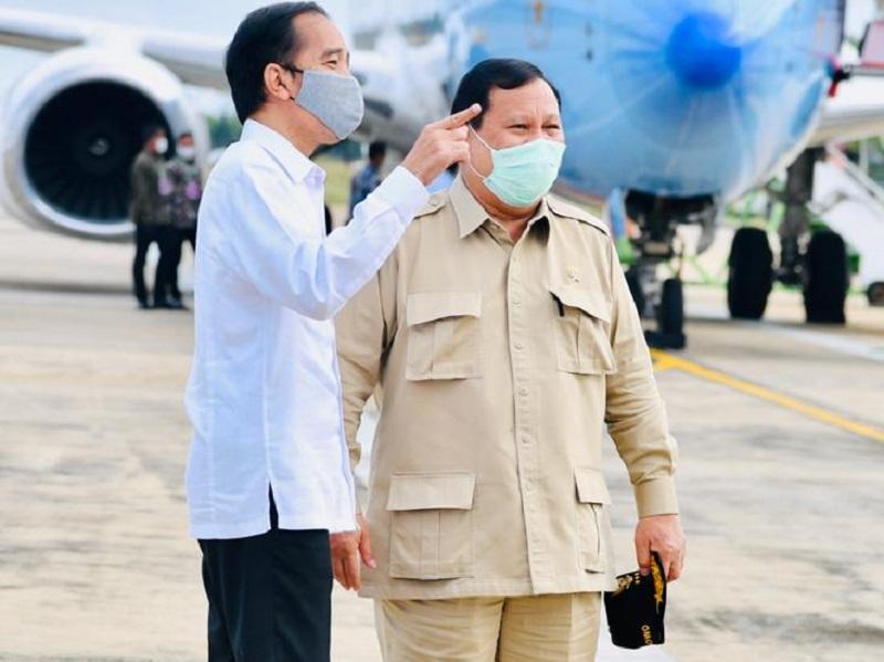 https: img.okezone.com content 2020 07 09 194 2243759 gaya-penampilan-presiden-jokowi-dan-menhan-prabowo-saat-kunjungi-kalimantan-dJPtvXVxEZ.jpg