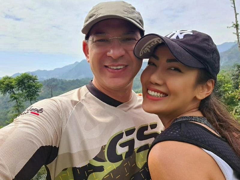 https: img.okezone.com content 2020 07 09 196 2243985 rayakan-14-tahun-pernikahan-ari-wibowo-tulis-pesan-romantis-untuk-istri-a95x5Zco2q.jpg
