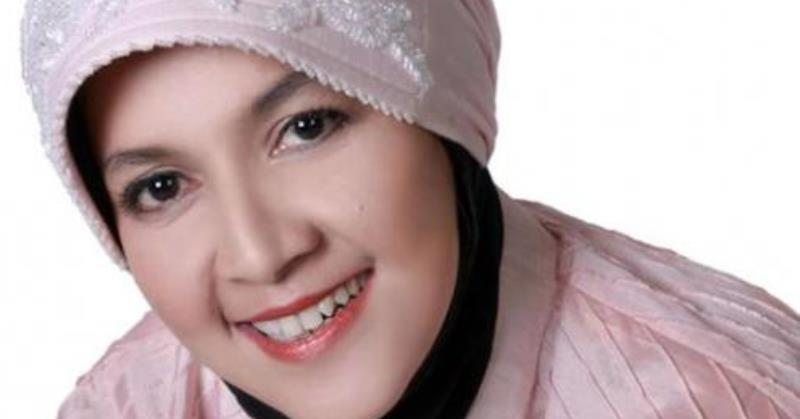 https: img.okezone.com content 2020 07 09 33 2243596 innalillahi-desainer-busana-muslimah-anne-rufaidah-meninggal-dunia-vZYBWVl7kB.jpg