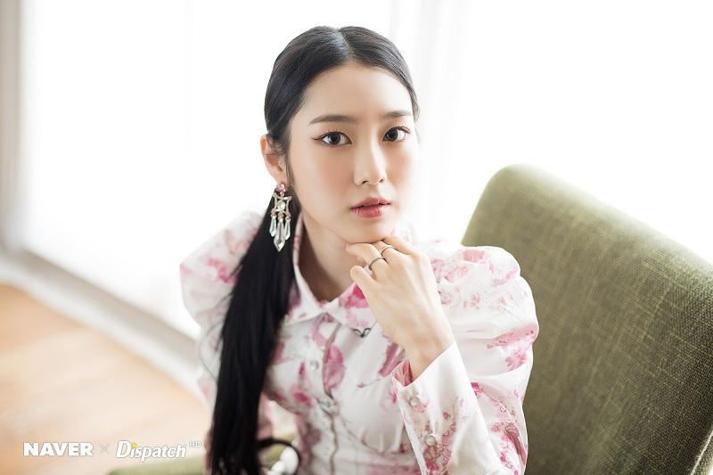 https: img.okezone.com content 2020 07 09 33 2243934 alami-peradangan-tendon-jiho-oh-my-girl-batal-manggung-di-konser-world-is-one-dUpRMrz4zI.jpg