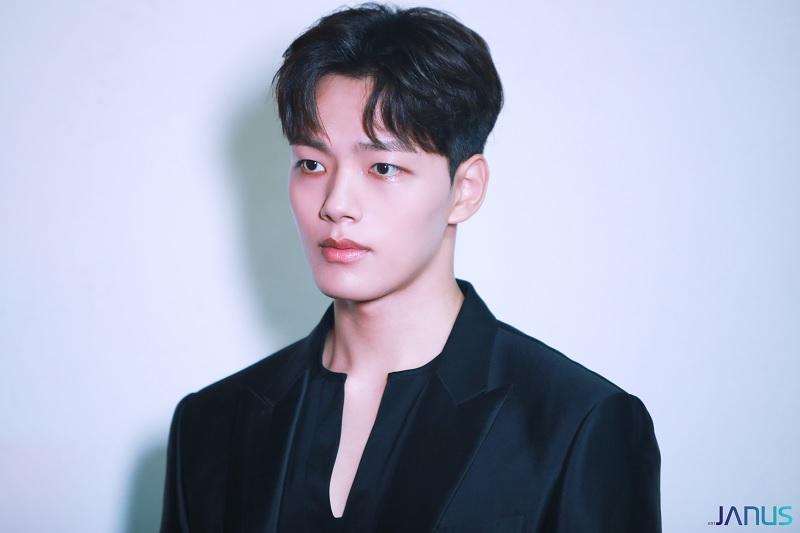 https: img.okezone.com content 2020 07 09 598 2243855 sung-dong-il-jadi-alasan-utama-yeo-jin-goo-main-di-house-on-wheels-aujLEwvTHe.jpg
