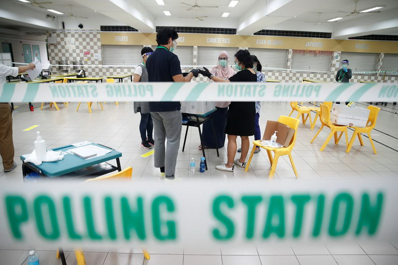 https: img.okezone.com content 2020 07 10 18 2244176 hari-ini-singapura-gelar-pemilihan-umum-di-tengah-pandemi-covid-19-euBCtImll2.jpg