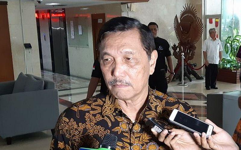 https: img.okezone.com content 2020 07 10 320 2244201 menko-luhut-buka-bukaan-kenapa-indonesia-tak-pakai-strategi-lockdown-lawan-corona-PZCsqZWOkU.jpg