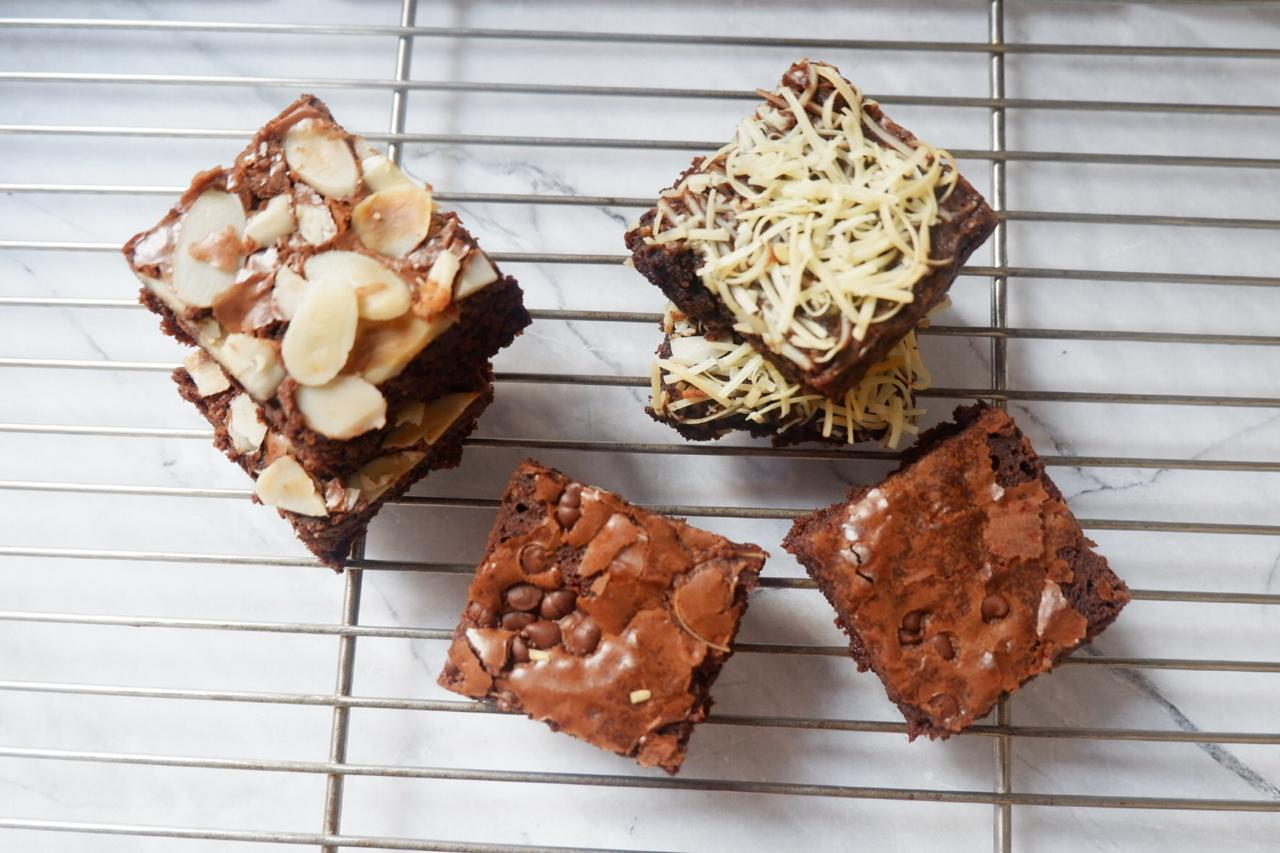 https: img.okezone.com content 2020 07 10 320 2244420 dari-iseng-iseng-unggah-foto-kue-di-medsos-wanita-ini-kebanjiran-pesanan-brownies-rjEgYIdkae.jpeg