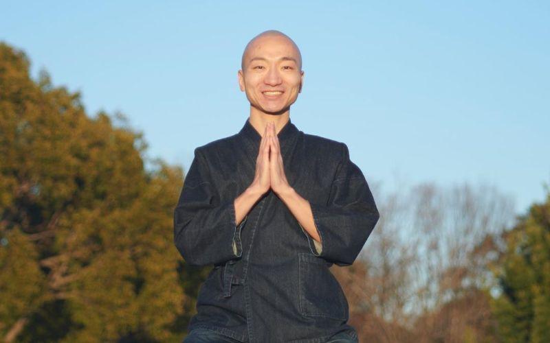 https: img.okezone.com content 2020 07 10 612 2244538 viral-aksi-biksu-gabungkan-lagu-meditasi-dengan-beatbox-eeLGxIL0wW.jpg