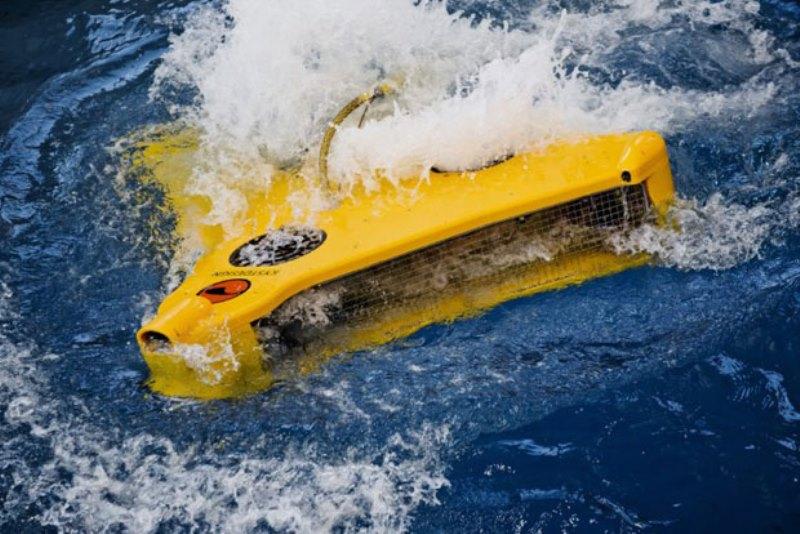 https: img.okezone.com content 2020 07 11 16 2244810 robot-ini-mampu-menyelam-bersihkan-jaring-ikan-di-laut-OKG1FC60xY.jpg