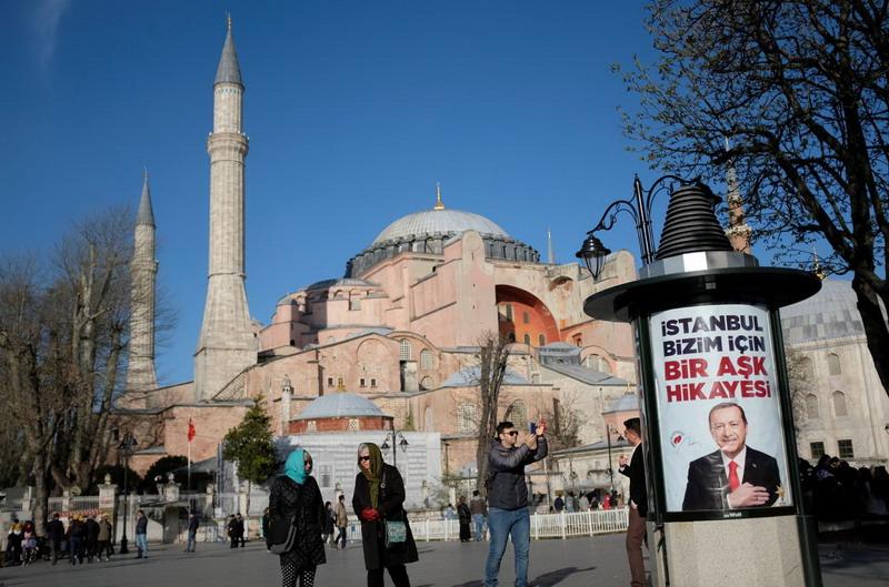 https: img.okezone.com content 2020 07 11 18 2244714 turki-ubah-museum-ikonik-hagia-sophia-menjadi-masjid-vpxtY2IoqN.jpg