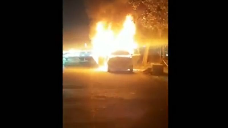 https: img.okezone.com content 2020 07 12 338 2244988 mobil-taksi-online-terbakar-di-kalimalang-diduga-akibat-korsleting-kO5rMnzsZD.jpg