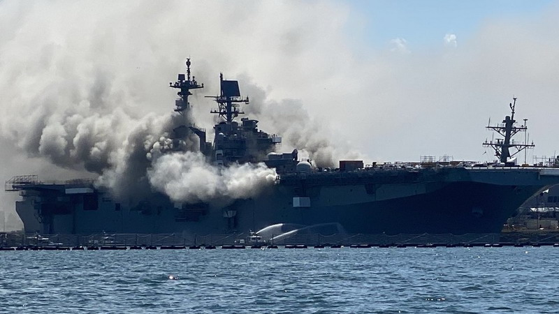 https: img.okezone.com content 2020 07 13 18 2245360 kapal-perang-as-terbakar-dan-meledak-di-san-diego-21-luka-luka-Z5WI21rkk7.jpg