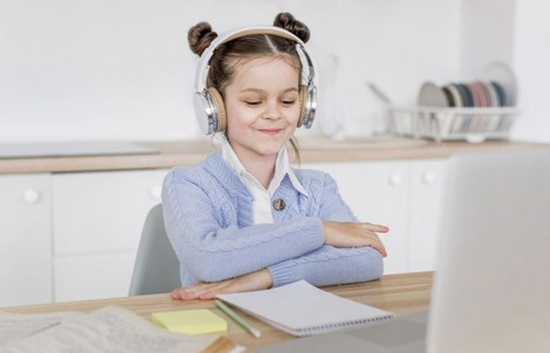 https: img.okezone.com content 2020 07 13 196 2245868 terlalu-lama-di-rumah-bisa-bikin-anak-stres-ini-3-cara-untuk-mengatasinya-di3zn1b3kn.jpg