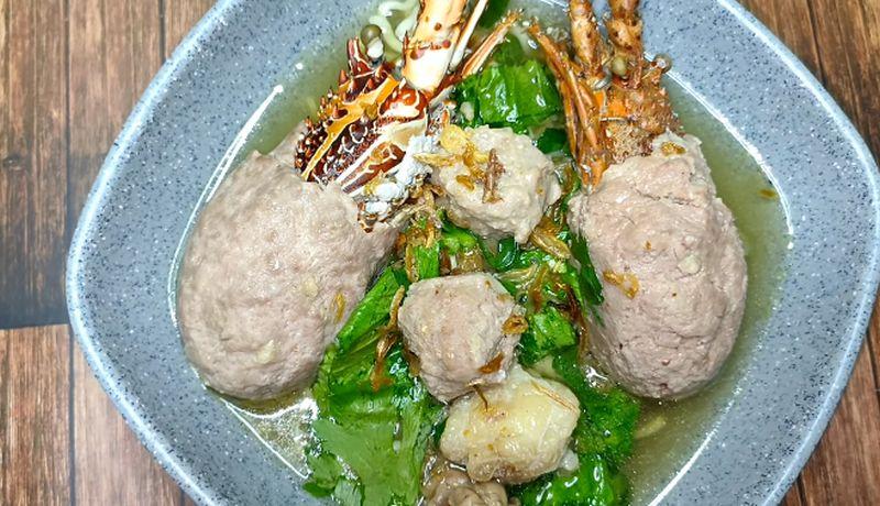 https: img.okezone.com content 2020 07 13 298 2245613 daripada-antre-berjam-jam-coba-aja-resep-bakso-lobster-viral-di-rumah-MgLLERZFqU.jpg