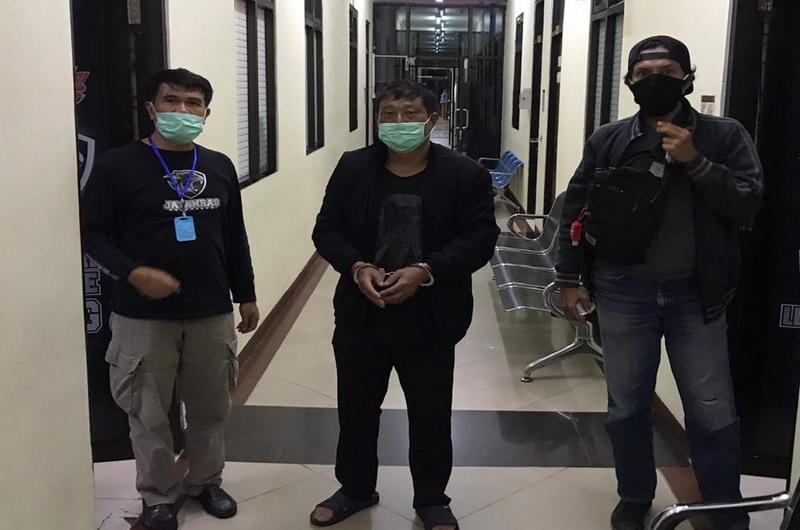 https: img.okezone.com content 2020 07 13 337 2245432 polisi-tangkap-pria-warga-china-penganiaya-abk-asal-indonesia-QMewZyvkrk.jpg