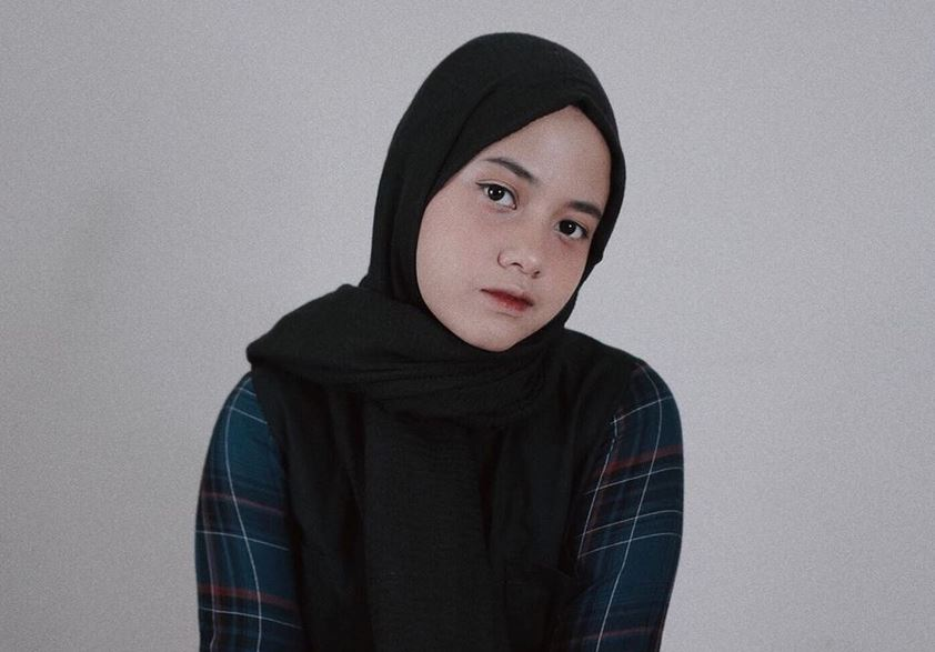 https: img.okezone.com content 2020 07 13 617 2245872 4-tampilan-hijab-hanin-dhiya-yang-baru-hijrah-G1I1lxqDbd.JPG