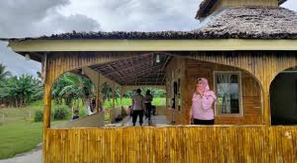 https: img.okezone.com content 2020 07 14 340 2246350 polisi-di-gorontalo-rela-sisihkan-gajinya-demi-sulap-lokalisasi-jadi-masjid-l5O1PrKAcZ.jpg