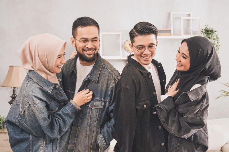 https: img.okezone.com content 2020 07 14 617 2246103 7-inspirasi-busana-hijab-ala-zaskia-shireen-sungkar-dan-nissa-chair-soraya-ulfa-fyGEci43fE.jpg