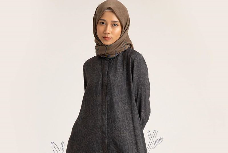 https: img.okezone.com content 2020 07 15 194 2247061 masih-banyak-yang-wfh-loungewear-jadi-pilihan-baju-rumahan-modis-dan-nyaman-3ZPgY4WYEh.jpg