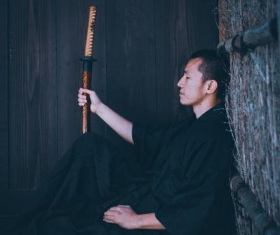 https: img.okezone.com content 2020 07 15 330 2246983 bergaya-bak-samurai-felix-siauw-bicara-soal-haters-xqUwkU7E9f.jpg